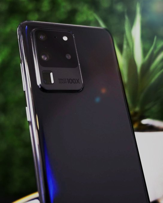 Samsung Galaxy S20 Ultra with its Periscope Camera